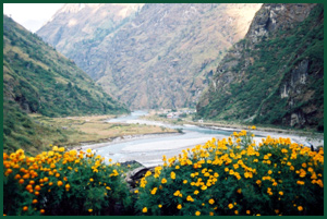 Fertile village of Tal, entrance to Manang district